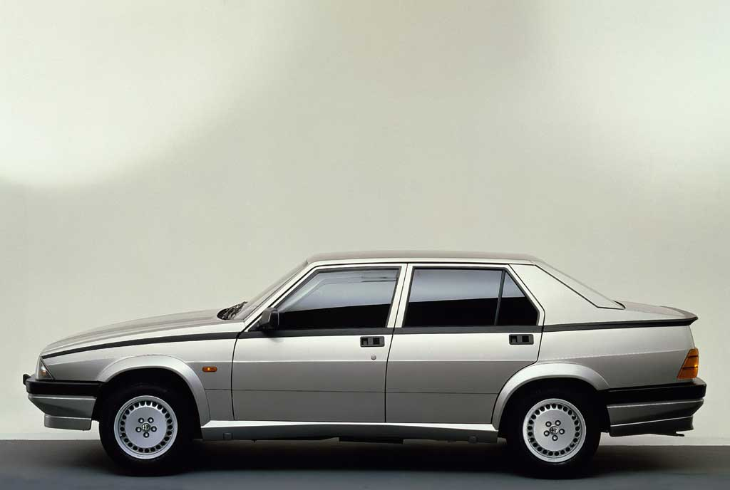 /photo/ALFA-ROMEO-75-2.0-TS-4885.jpg