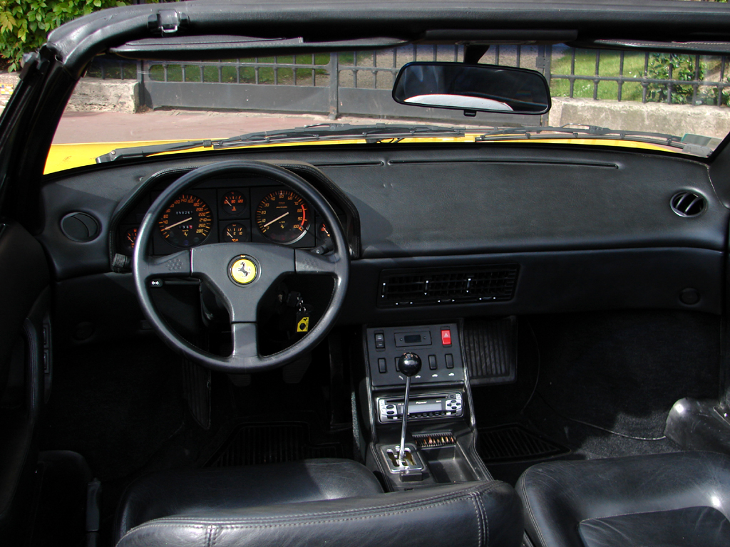 pin ferrari mondial auto usata in vendita monza on pinterest. Black Bedroom Furniture Sets. Home Design Ideas