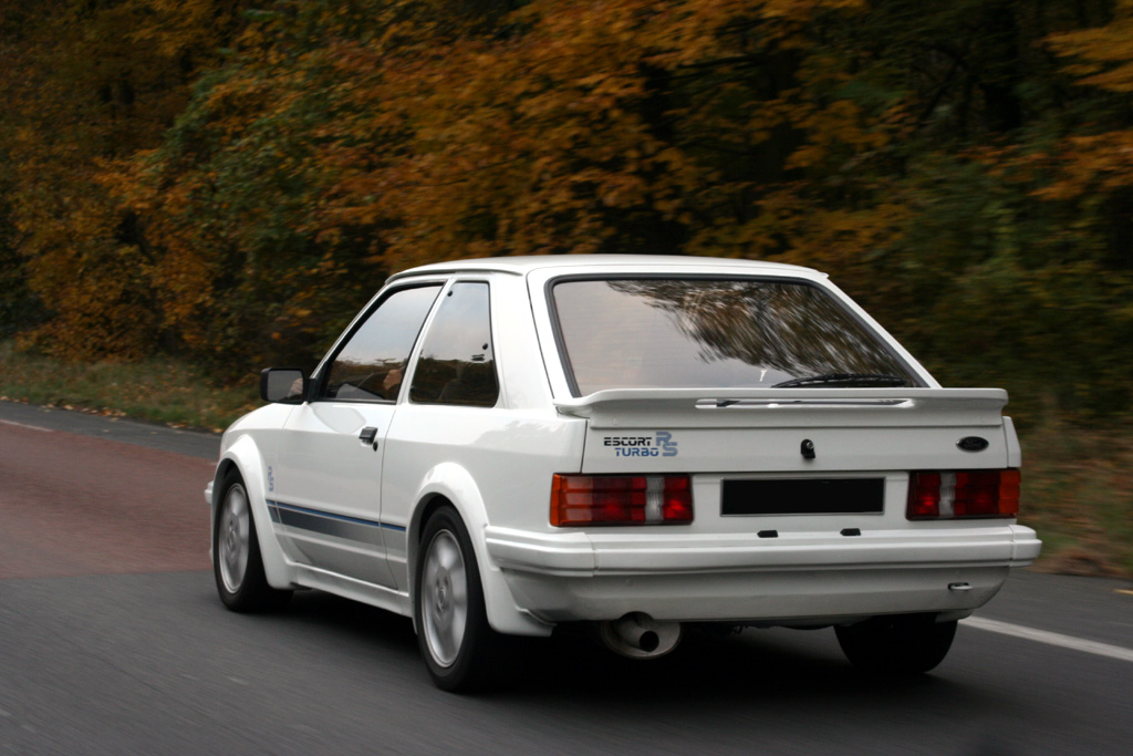 http://auto.sport.free.fr/photo/FORD-escort-rs-turbo-4340.jpg