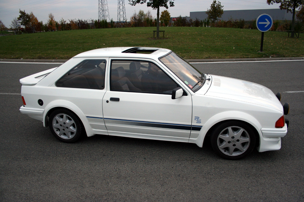 http://auto.sport.free.fr/photo/FORD-escort-rs-turbo-4345.jpg