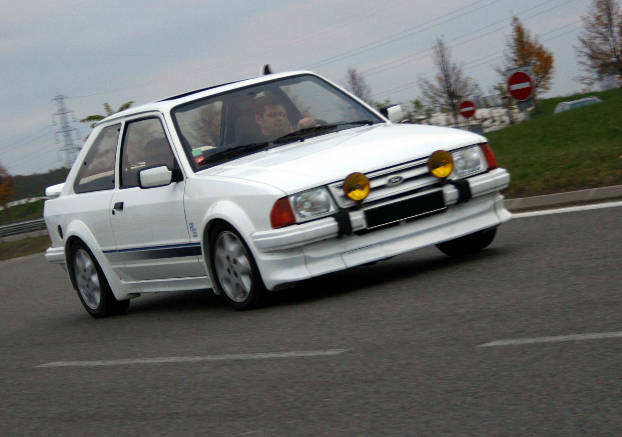 http://auto.sport.free.fr/photo/FORD-escort-rs-turbo-4346.jpg