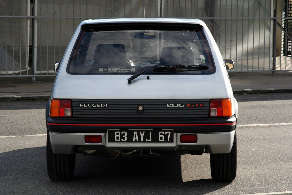 Peugeot 205 gti 1l9 photo wallpaper fond d ecran for Porte 205 gti