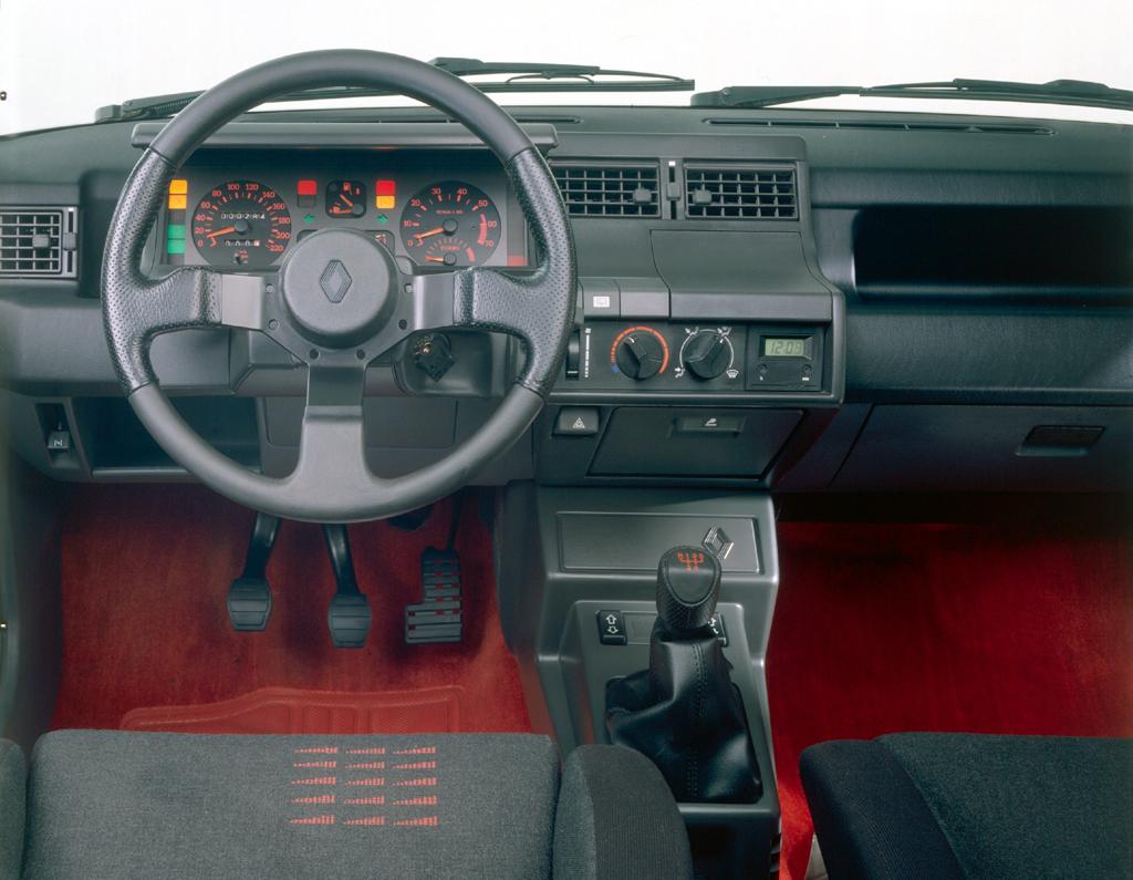 Renault 5 gt turbo for Renault super 5 interieur